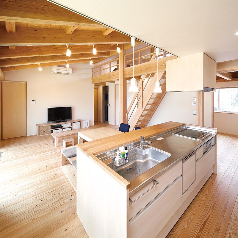 キッチンからは部屋中を見渡すことができる。