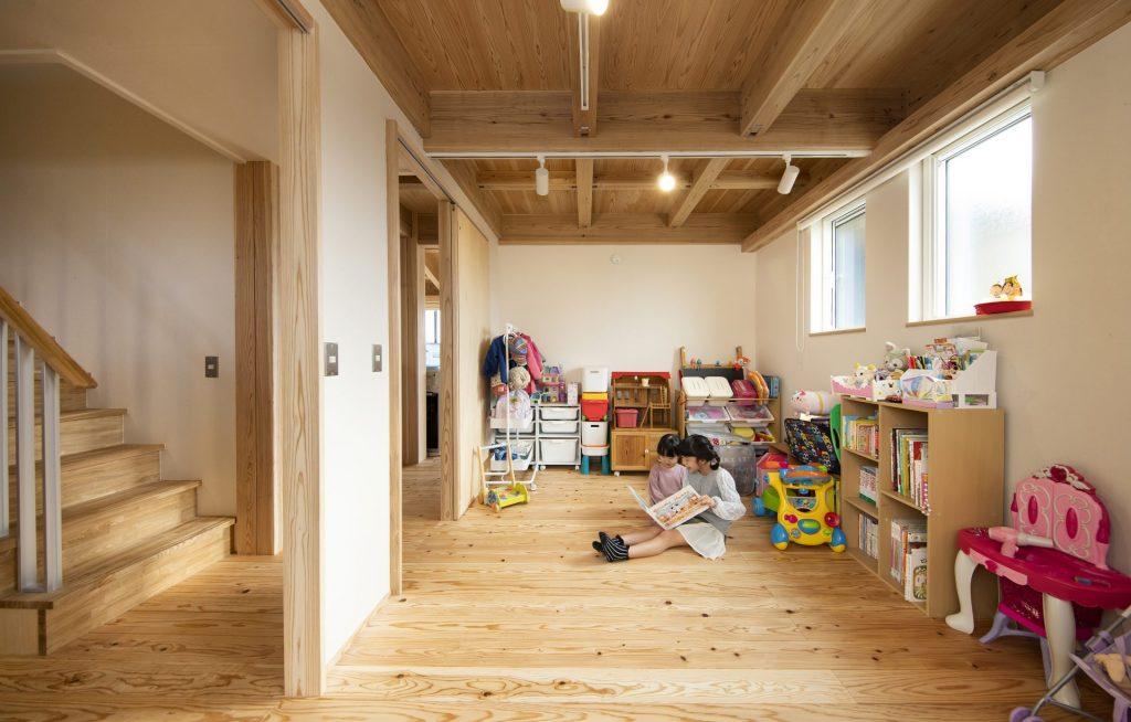個室も動線上に配置されているので、独立せずに自然と繋がりが感じられる。スケルトン・構造なので将来は、部屋を区切って2部屋にすることも可能。