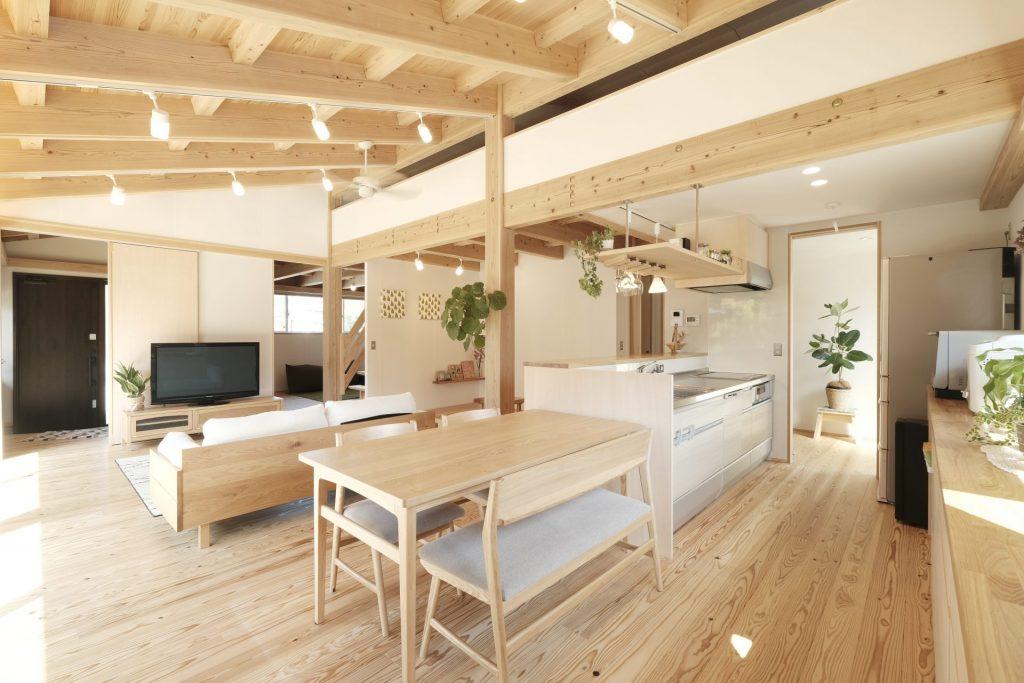 LDKから子供室までつながりを感じられるレイアウト。天井の高さや形状などで変化をつけ立体感を演出。